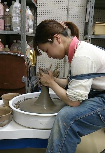 陶芸部の活動を取材