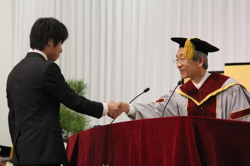 【卒業式】学長表彰を受けられた方にインタビューを行いました!